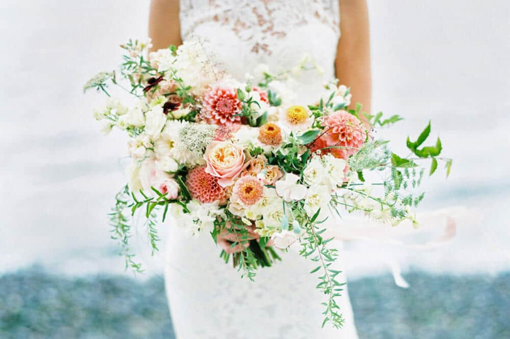 Bouquet Sposa Quali Fiori.Bouquet Sposa Come Sceglierlo E Abbinarlo All Abito Nuziale